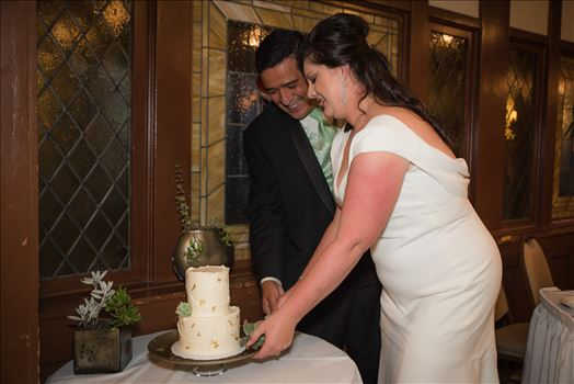 Wedding photography at the Historic Santa Maria Inn in Santa Maria, California by Mirror's Edge Photography. Bride and Groom cutting cake