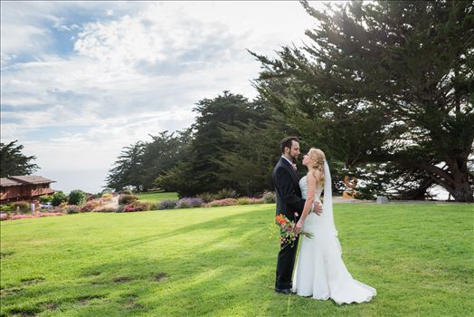 Intimate wedding at Ragged Point Inn in Ragged Point, California near Big Sur, wedding photography by Mirror's Edge Photography.