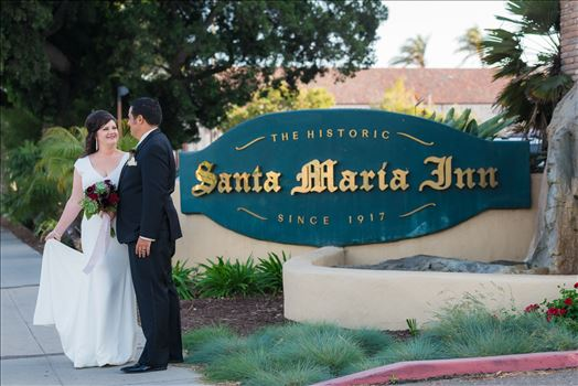 Wedding photography at the Historic Santa Maria Inn in Santa Maria, California by Mirror's Edge Photography. Bride and Groom on Broadway in front of Santa Maria Inn